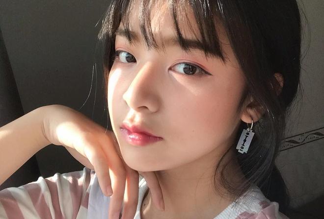 Hot girl 10X the he moi: Xinh dep va noi bat khong kem dan chi hinh anh