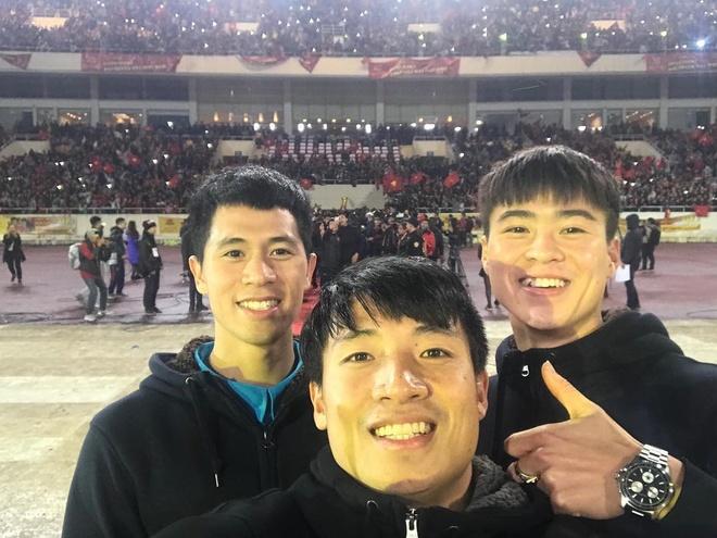 Bo ba hau ve Olympic Viet Nam 'don tim' fan voi loat anh dang yeu hinh anh 2