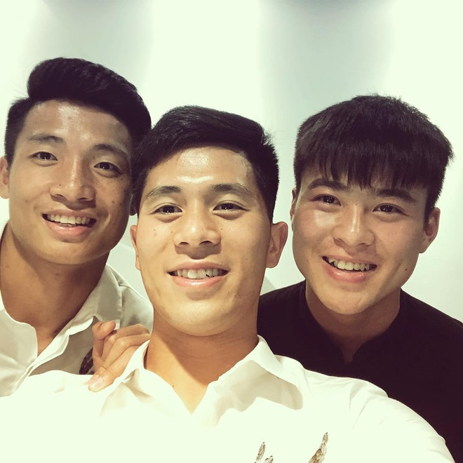 Bo ba hau ve Olympic Viet Nam 'don tim' fan voi loat anh dang yeu hinh anh 1