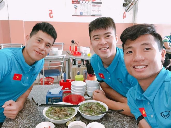 Bo ba hau ve Olympic Viet Nam 'don tim' fan voi loat anh dang yeu hinh anh 6