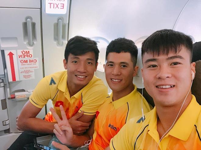 Bo ba hau ve Olympic Viet Nam 'don tim' fan voi loat anh dang yeu hinh anh 7