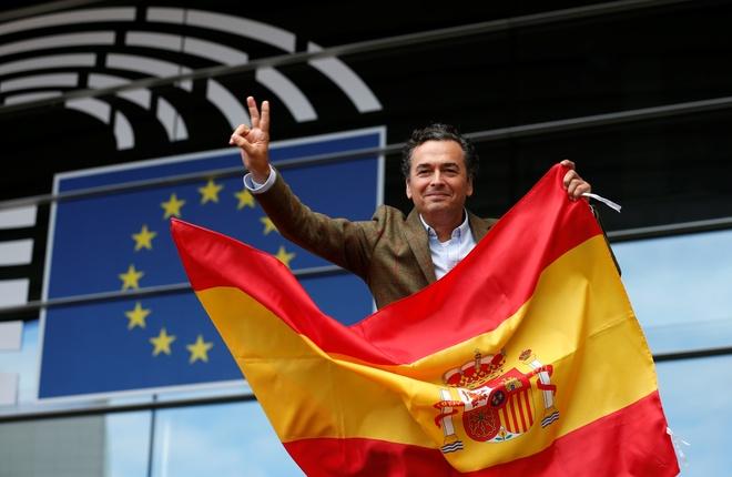 Bien nguoi Catalonia phan doi doc lap, the trung thanh voi Tay Ban Nha hinh anh