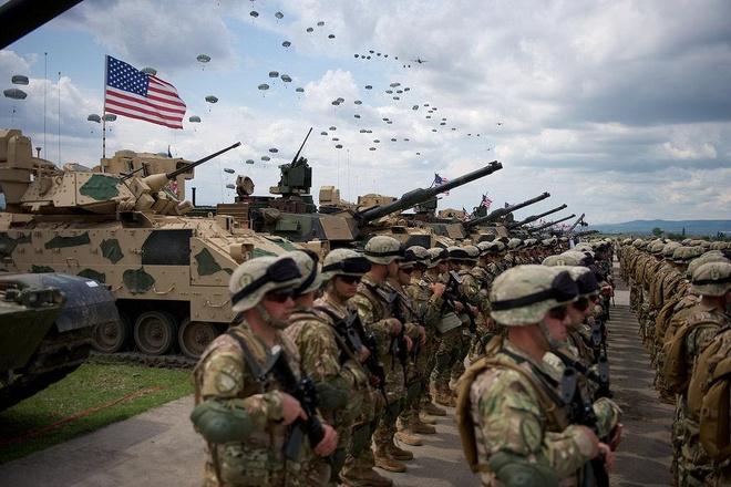 NATO thanh lap luc luong Bien Den de doi pho Nga hinh anh