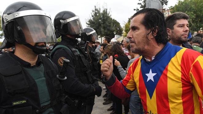 Hashtag tuan qua: Barcelona - Madrid, ke tam lang, nguoi nua can hinh anh