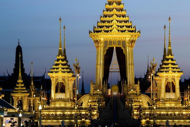 Dai hoa than hoang gia: Ky quan tuong nho Vua Bhumibol cua nguoi Thai hinh anh