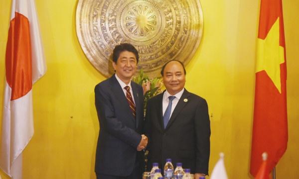 Thu tuong Nguyen Xuan Phuc hoi dam voi Thu tuong Nhat Ban hinh anh 1