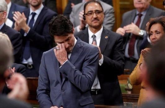 TT Trudeau bat khoc xin loi nguoi dong tinh Canada hinh anh