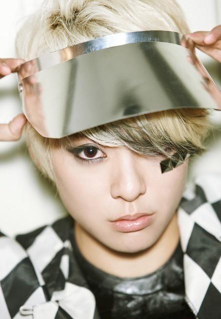 EXO ho tro dan anh Super Junior-M hinh anh 2 Amber của f(x) sẽ hỗ trợ sân khấu solo cuối tuần này của Zhoumi.