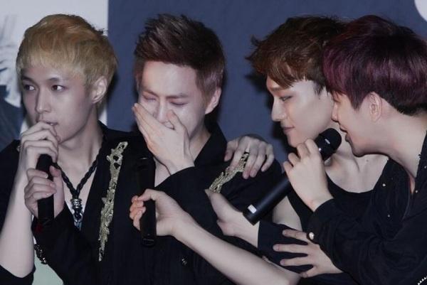 EXO khoc moi ngay vi Kris va Luhan hinh anh