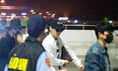 EXO, GOT7 kin mit ra san bay Noi Bai ve Han Quoc hinh anh