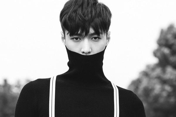 Lay (EXO) nhap vien vi chan thuong hinh anh