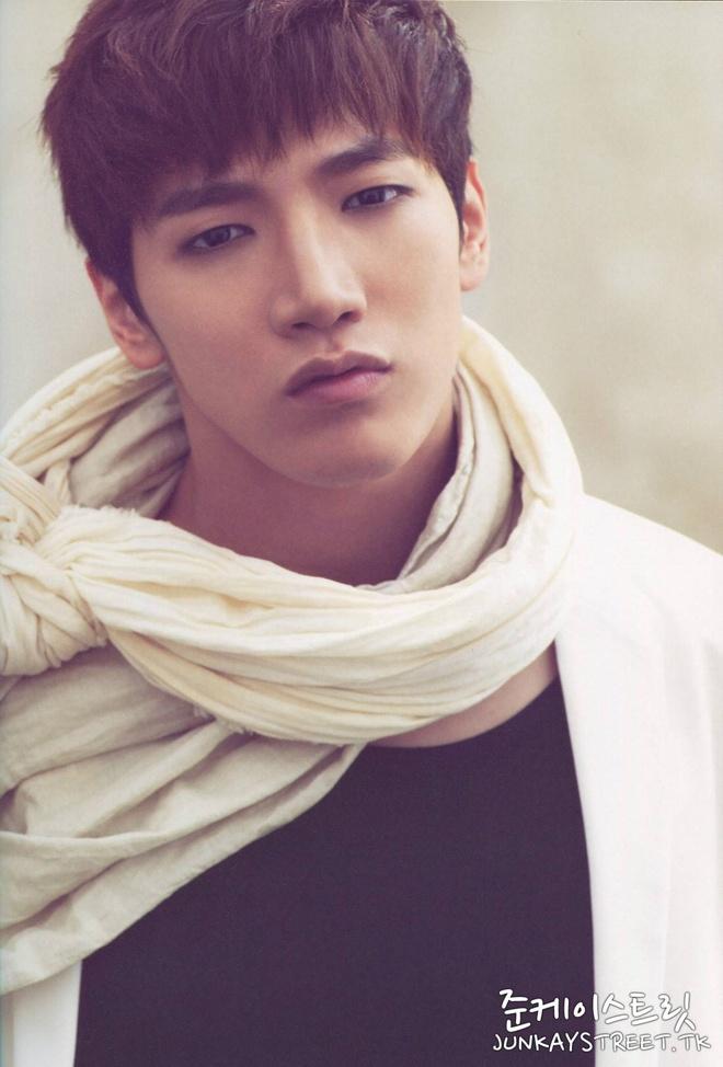 2PM kien cu dan mang lang ma bo cua Jun.K hinh anh 1