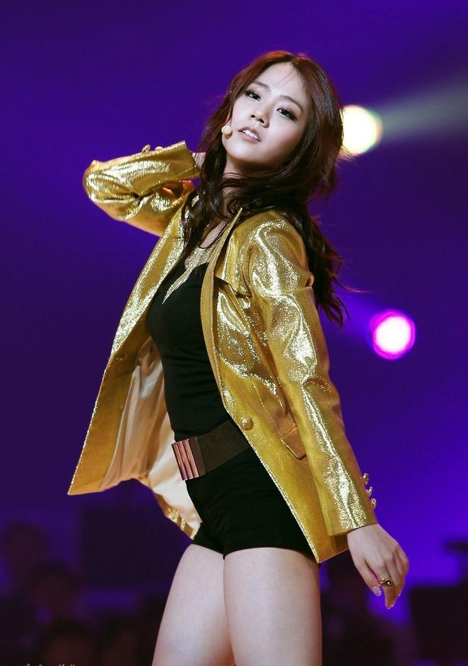 Năm 2013, cô nàng Han Seungyeon (KARA)