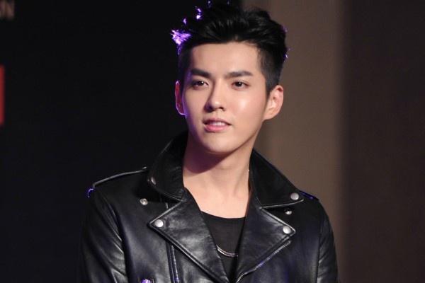 Kris bo EXO vi khong chiu noi hop dong 10 nam hinh anh