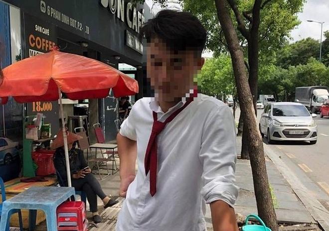 Cho thoi viec tai xe Vinasun hanh hung khach bang chai nuoc hinh anh 1
