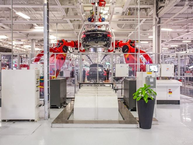 Tesla bi thanh tra vi cong nhan 'mat ngon tay' trong luc lam viec hinh anh