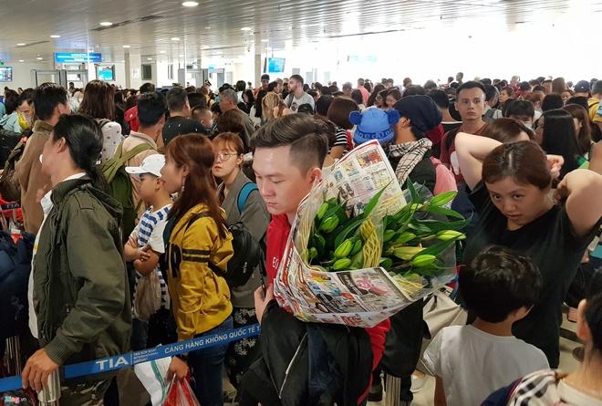 San bay Tan Son Nhat lam gi de chong qua tai dip Tet 2019? hinh anh 1