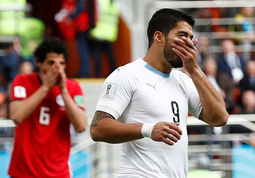 Luis Suarez len can va thi dau qua te hinh anh