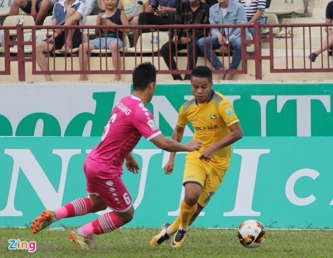 Tuyen thu U23 Viet Nam Phan Van Duc giup SLNA thoat nhom cuoi bang hinh anh 1