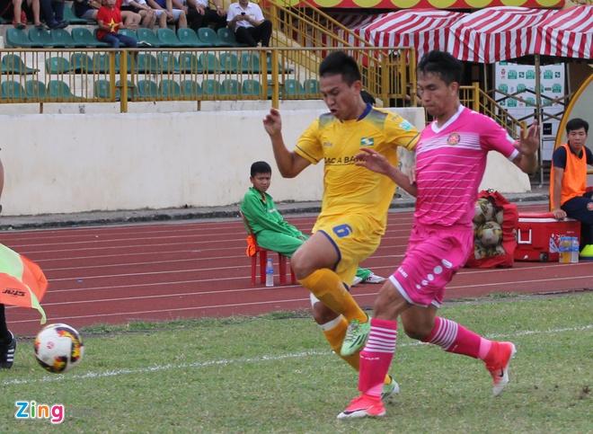 Tuyen thu U23 Viet Nam Phan Van Duc giup SLNA thoat nhom cuoi bang hinh anh 2