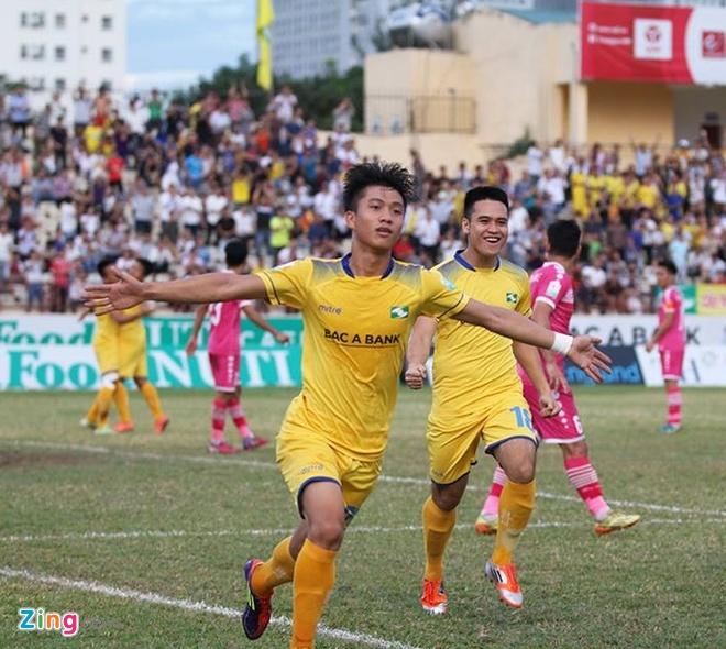 Tuyen thu U23 Viet Nam Phan Van Duc giup SLNA thoat nhom cuoi bang hinh anh