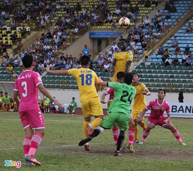 Tuyen thu U23 Viet Nam Phan Van Duc giup SLNA thoat nhom cuoi bang hinh anh 5