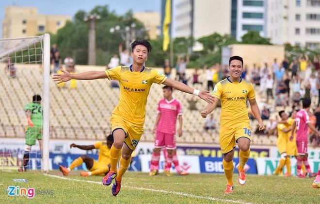 Tuyen thu U23 Viet Nam Phan Van Duc giup SLNA thoat nhom cuoi bang hinh anh 7