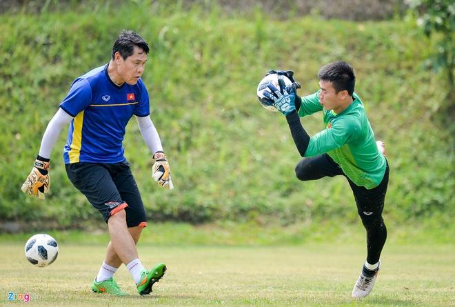 Minh Vuong va Quang Hai da cap tien ve trung tam o tran gap UAE? hinh anh 2