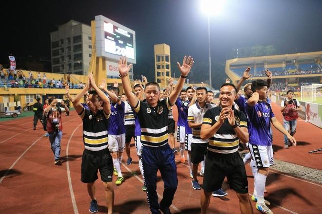 CLB Ha Noi nhan an phat trong ngay len ngoi V.League 2018 hinh anh 2