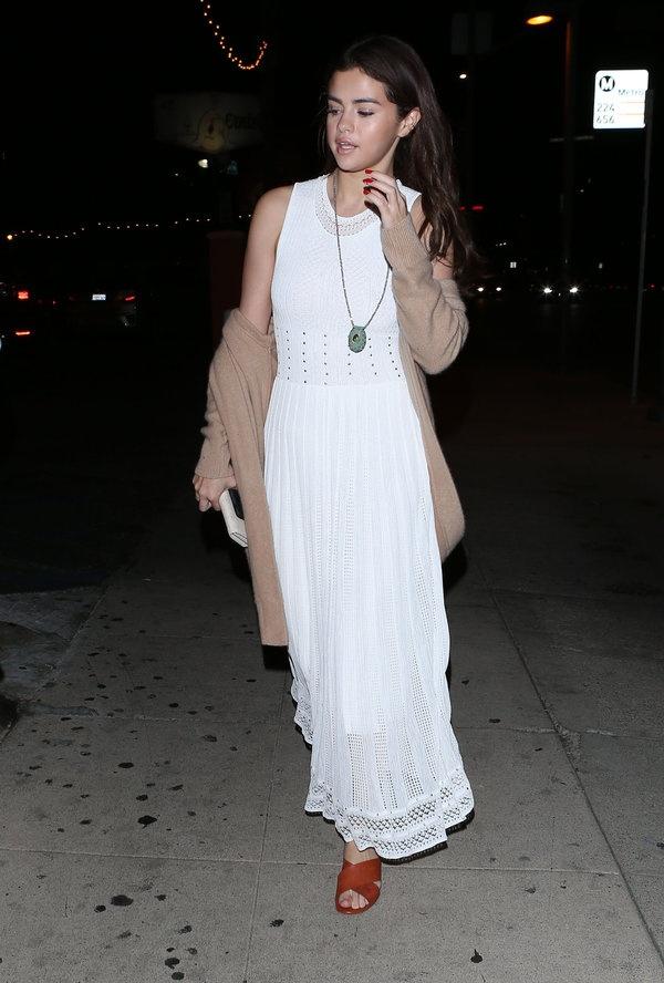 Dien cardigan phong cach nhu Selena Gomez hinh anh 6