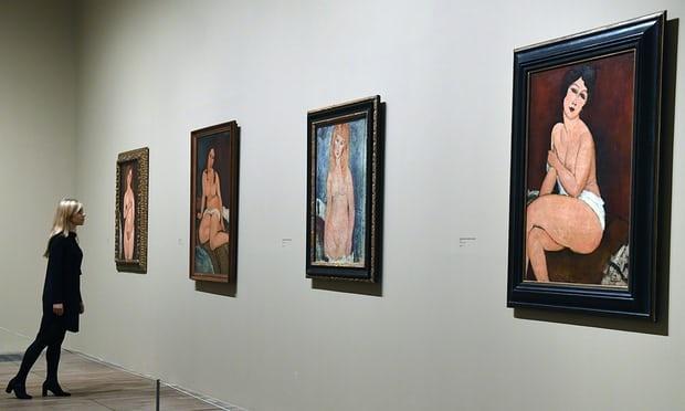 Trien lam nude: cau chuyen gay tranh cai hang the ky hinh anh