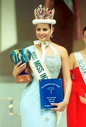 nhung Miss International anh 3