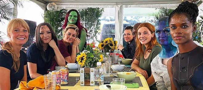 Nguoi phu nu goc Viet dung sau cac sieu anh hung 'Avengers: Endgame' hinh anh 3