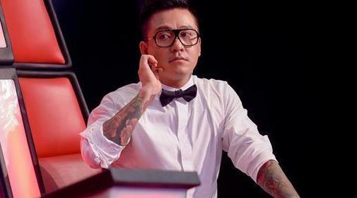 Nhung lan Tuan Hung dap tra manh me, boc truc tren ghe nong The Voice hinh anh