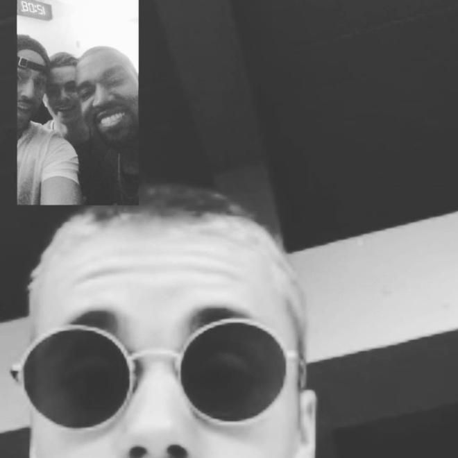 Ảnh Justin Bieber FaceTime cùng Scooter Braun, Martin Garrix, Kanye West