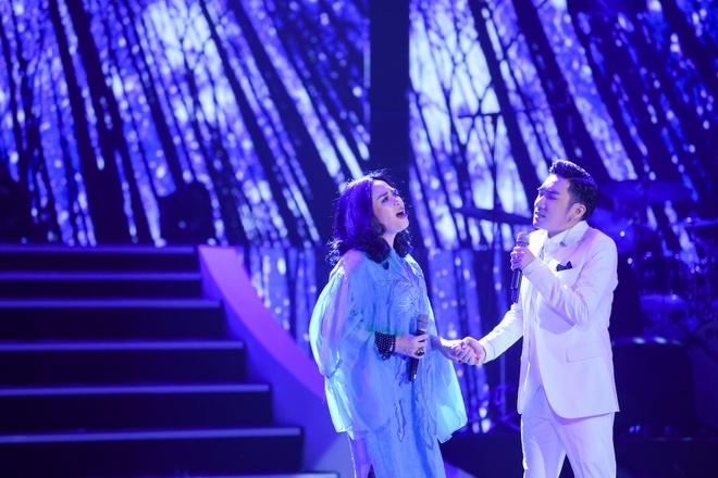 Tuan Hung hat khong lay cat-xe trong show Quang Ha hinh anh 2