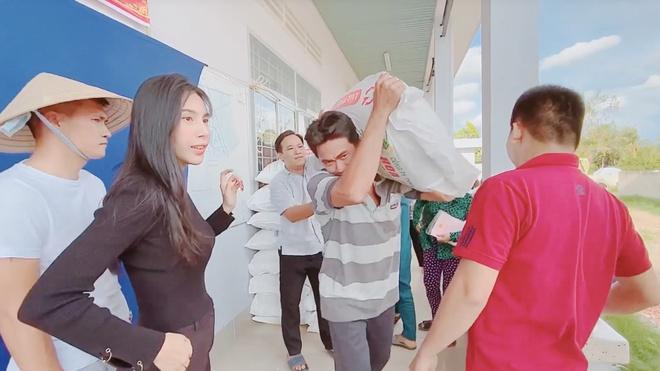 Thuy Tien Cong Vinh lam tu thien anh 1