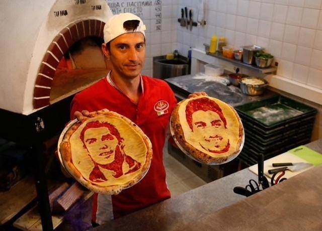 Den Nga mua World Cup: Thuong thuc pizza in hinh Ronaldo va Suarez hinh anh 3