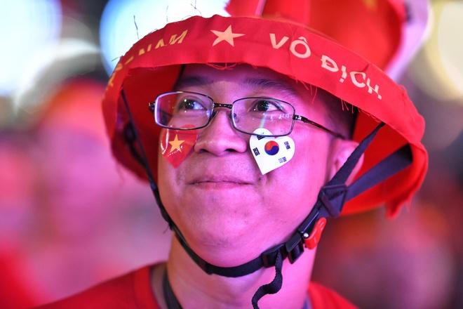CDV TP.HCM ho reo, tin Viet Nam gianh chien thang truoc Thai Lan hinh anh
