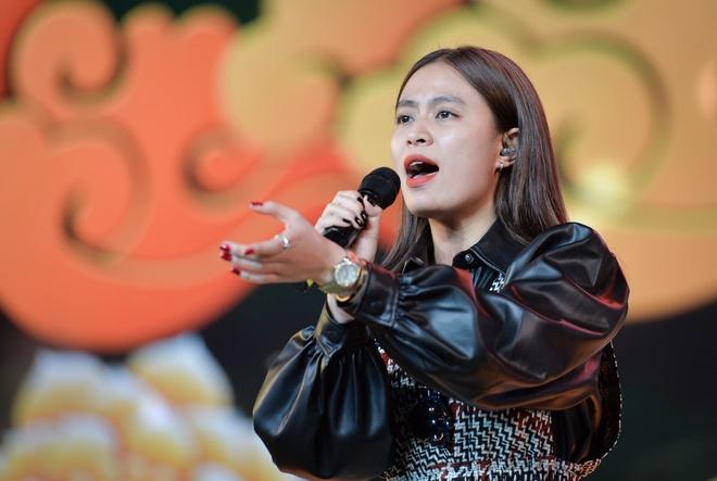 Hoang Thuy Linh hat o tong duyet Hoa hau Hoan vu Viet Nam hinh anh