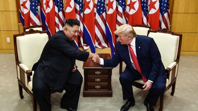 Tong thong Trump den DMZ anh 1