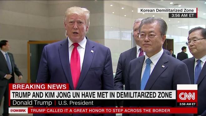Tong thong Trump den DMZ anh 3