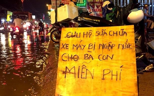 Ba anh em sua xe mien phi o Sai Gon vao de Ngu van lop 8 hinh anh