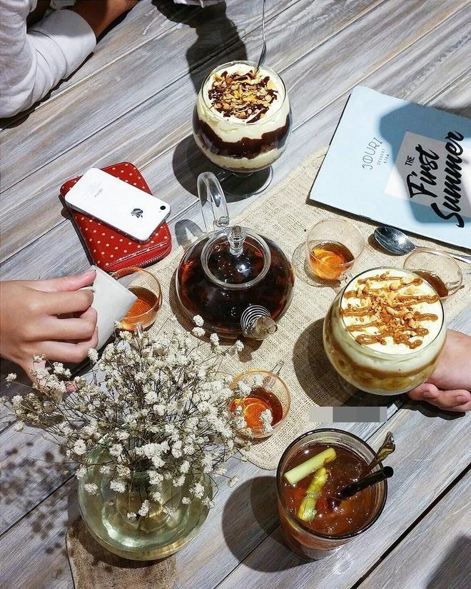 Co gai Food Reviewer noi tieng Ha Noi anh 5
