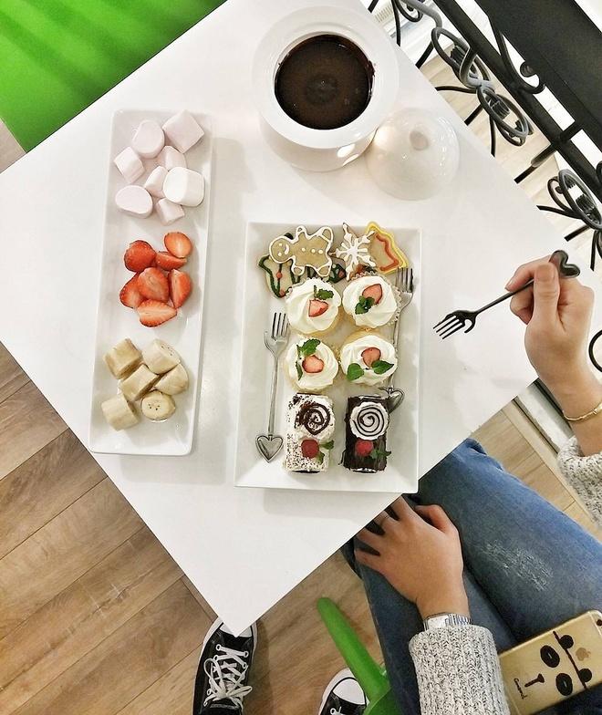 Co gai Food Reviewer noi tieng Ha Noi anh 8