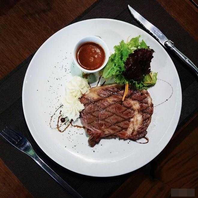 Co gai Food Reviewer noi tieng Ha Noi anh 9