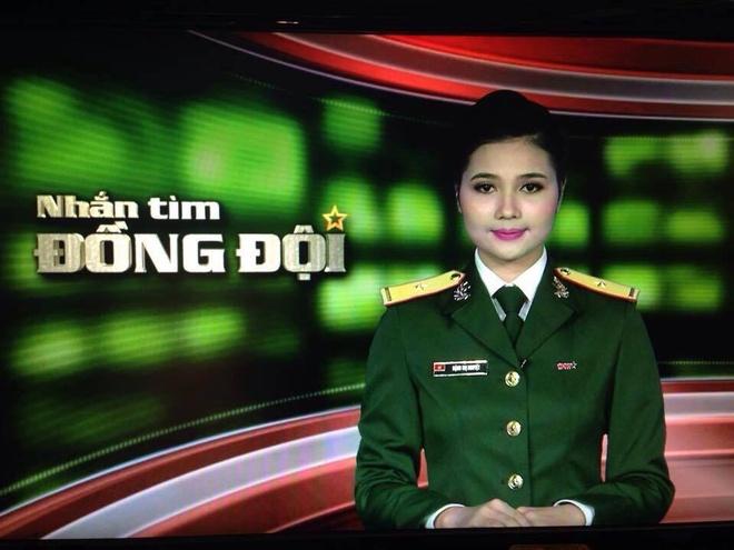 Nu phat thanh vien hat 'Chieu Matxcova' bang 3 thu tieng hinh anh 1