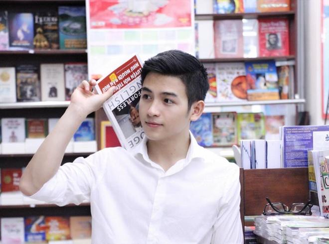 """Nguyễn Hải Dương được dân mạng ưu ái gọi là """"phát thanh viên đẹp trai nhất  Việt Nam""""."""