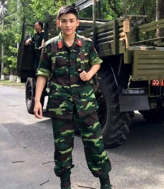 Anh chang duoc menh danh 'phat thanh vien dep trai nhat Viet Nam' hinh anh 3