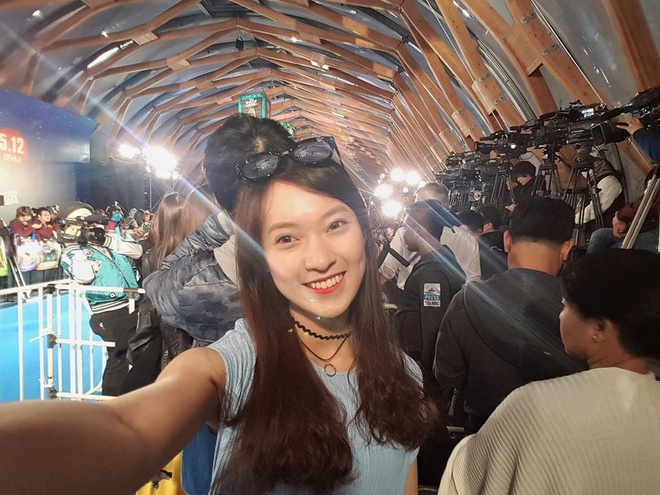 Hot girl 'ban 7 thu tieng' khoe anh selfie voi sao Hollywood hinh anh 4